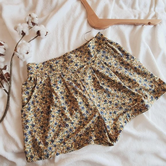 Forever 21 High Waist Pull On Floral Mini Shorts S